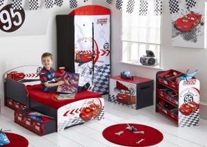 Une chambre Cars pour enfant bien rangée