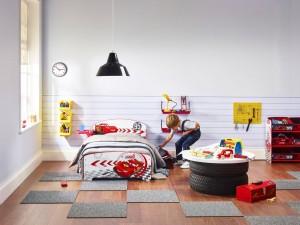 Les enfants aiment jouer dans leur chambre